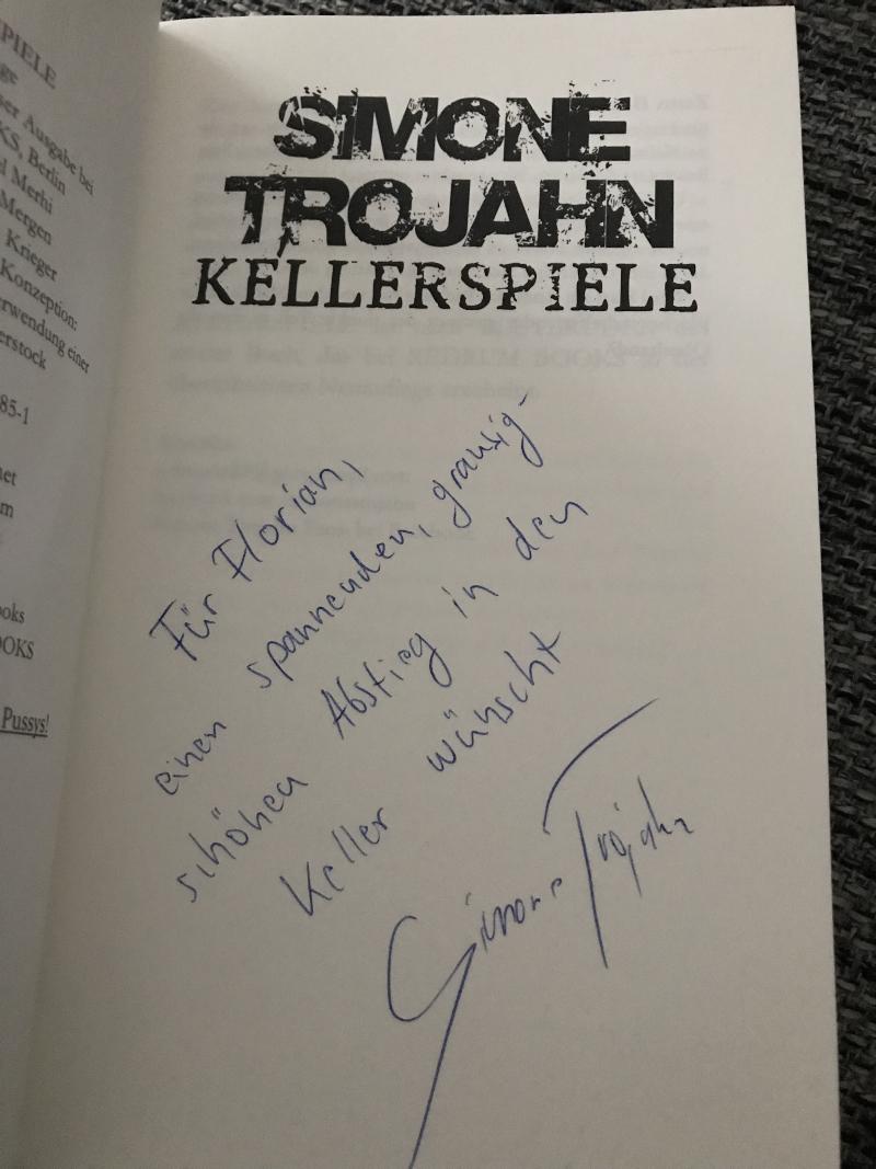 """Signierte """"Kellerspiele"""" von Simone Trojahn"""