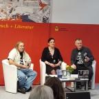 Samstag fand das Interview im Forum Hörbuch + Literatur statt. Moderator: Hardy Kettlitz, Übersetzerin: Simona Turini Danke an Herberth Dietmar, der das Interview aufzeichnete.