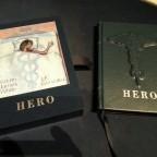 Hero - Tray und Buch